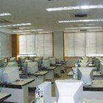 【コンピュータ室】 情報の授業を行います コンピュータの操作方法などを習います