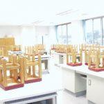 【被服実習室】 主に家庭科の授業で使用します 服などを作るときに使用します