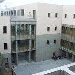 【校舎】 新校舎は、2002年に建て替えられました