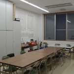 【生徒会室】 生徒会室は職員室の近くにあります。 四つの部署がお互いに支え合いながら 楽しく活動しています。